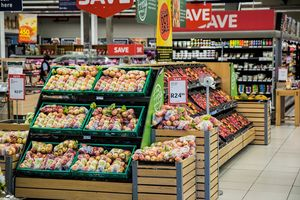 Supermarkt: Smartphone lenkt gewaltig ab (Foto: pixabay.com, stevepb)