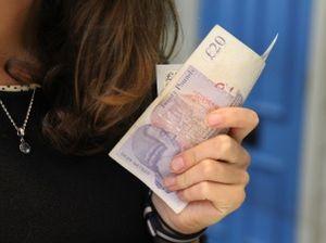 Geld in Frauenhand: Religionen hinderlich (Foto: jenikmichal, pixabay.com)