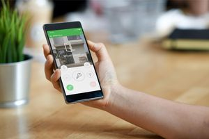 Türkommunikation 4.0 fürs Smart-Home (Foto: Schneider Electric)
